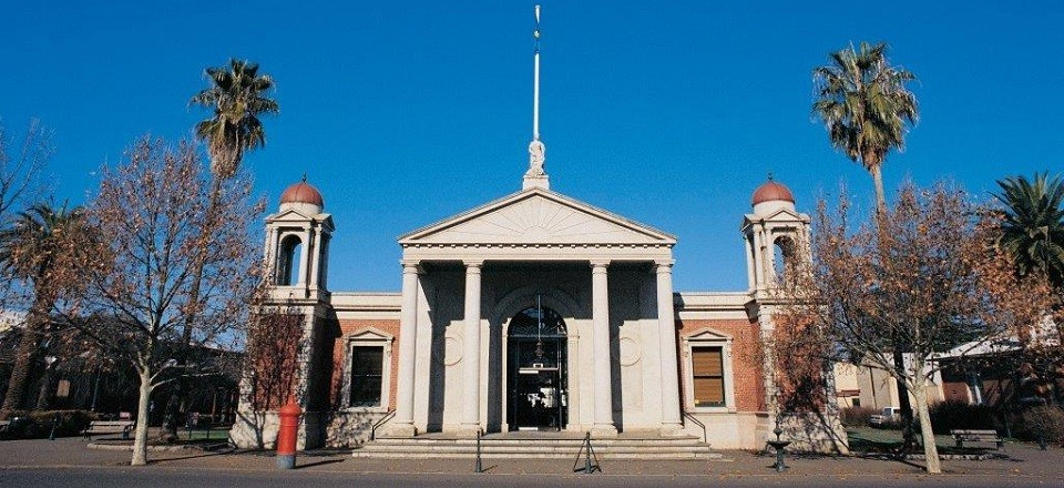 The Castlemaine Visitor Information Centre is located in the magnificent Market Building, right in the centre of town.