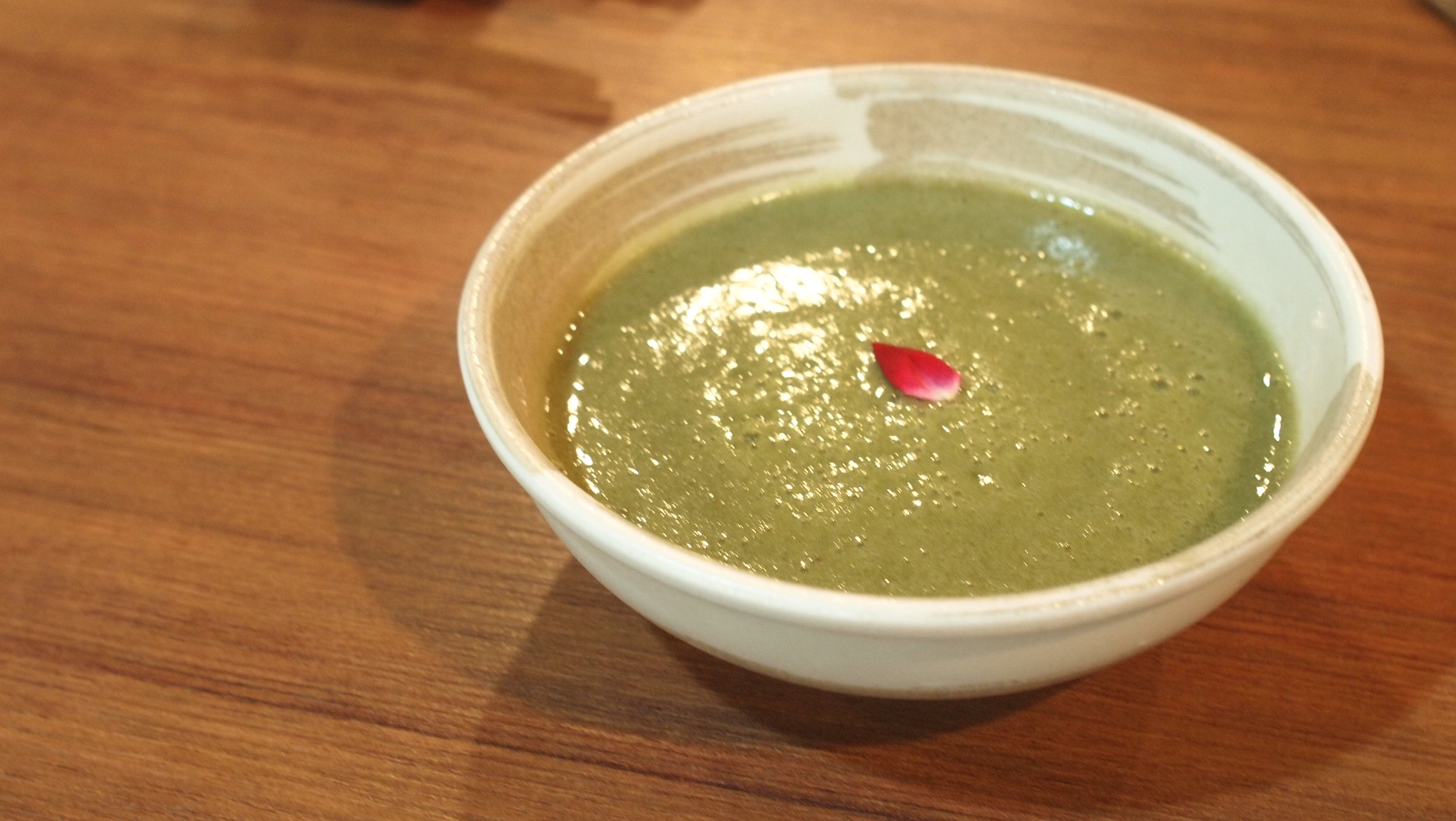 餐湯 : 綠果菜露 Green Smoothies - 綠野林的綠果菜露主要由香蕪、綠色蔬菜、菠蘿、和芒果等天然蔬果搞拌混合而成,口感有一點像芝麻糊,既是smoothies亦是raw food界的餐湯。