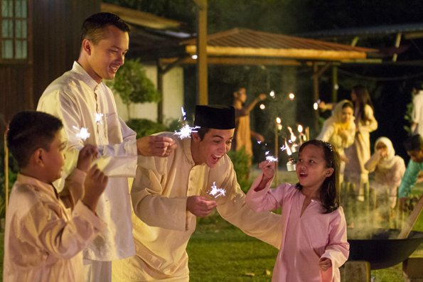 Eid al-Fitr (Hari Raya Aidilfitri) 即開齋節,是全世界伊斯蘭教的朋友經過一整月的齋戒月的第一天。 - 圖片來源 https://says.com/