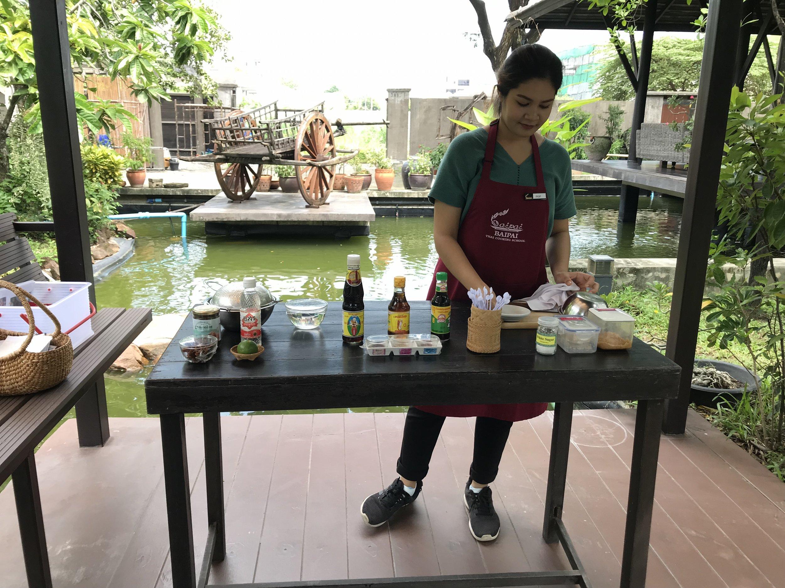 baipai school-cooking-class-demostrate-02.JPG