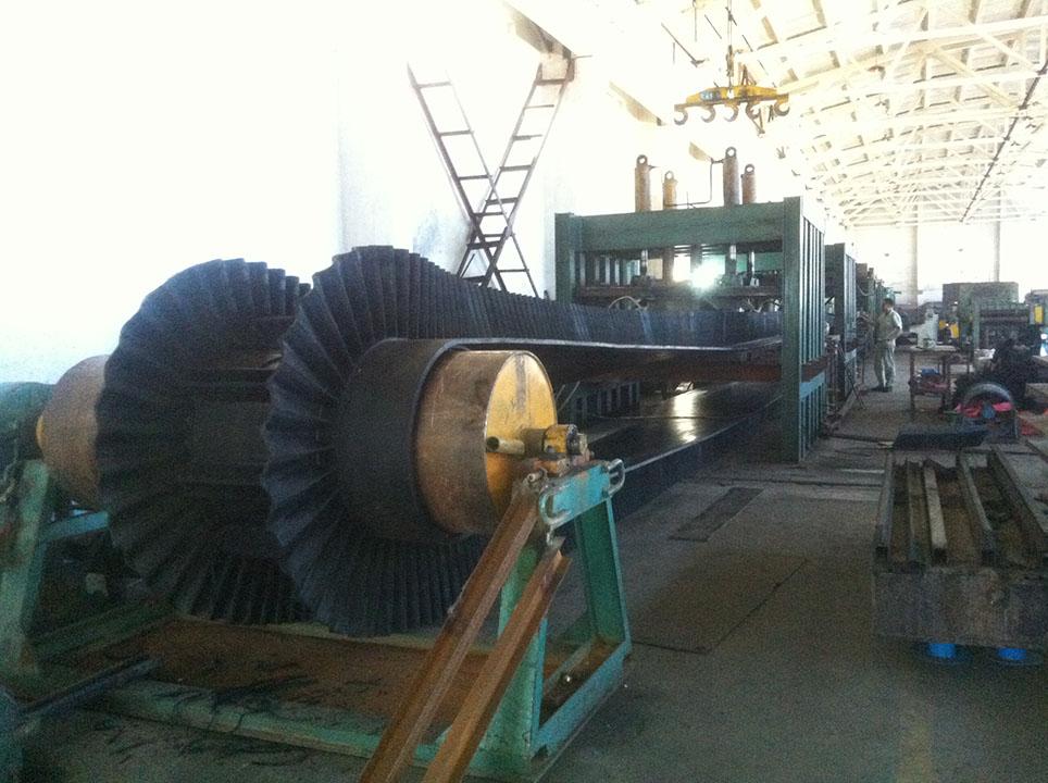 Sidewall Belt Production-R.jpg