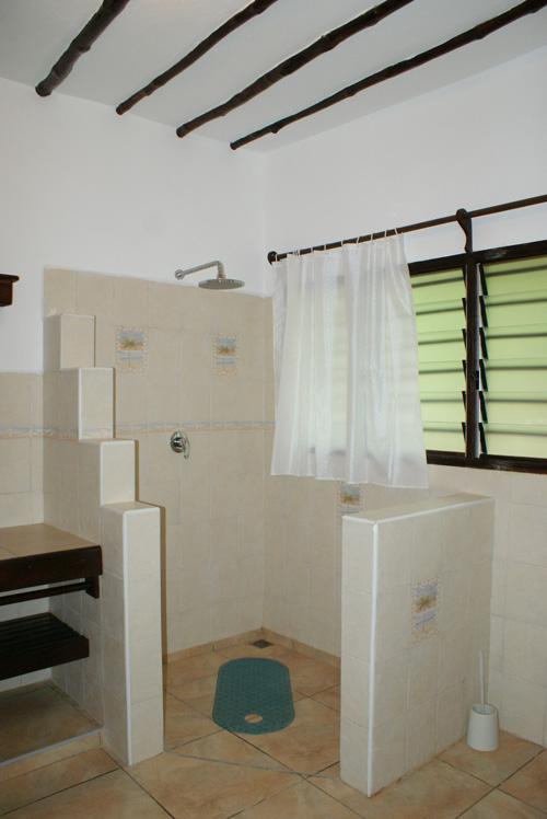 Bijou-bathroom.jpg
