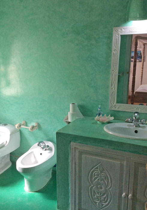 NVKH01-green-bathroom.jpg