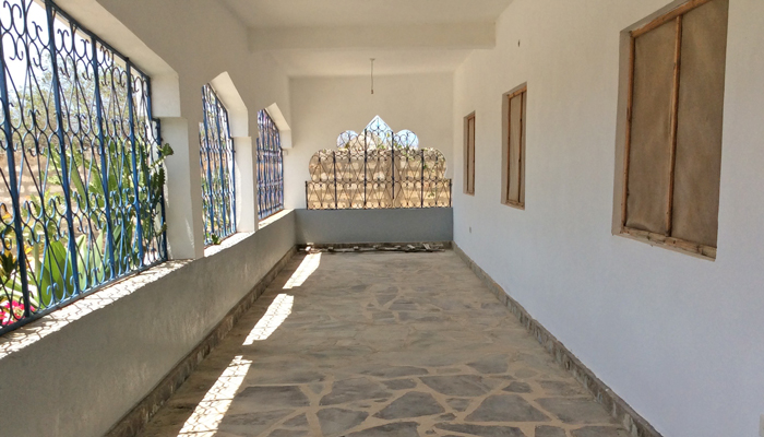 Abdi-covered-terrace.jpg