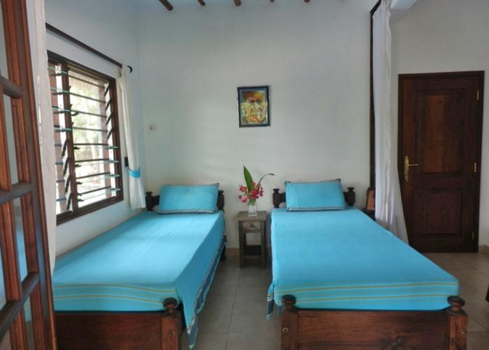 Tikiti-bed-twin.jpg