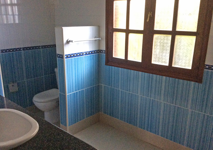 House2-bathroom.jpg