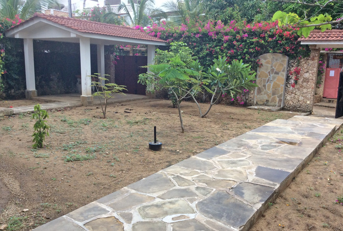 House2-garden-garage.jpg