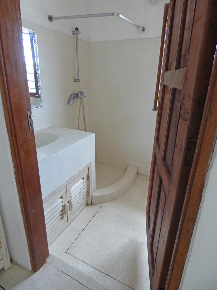 RCB02-bathroom.jpg
