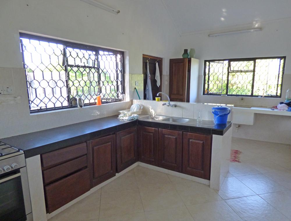 KA02-kitchen.jpg
