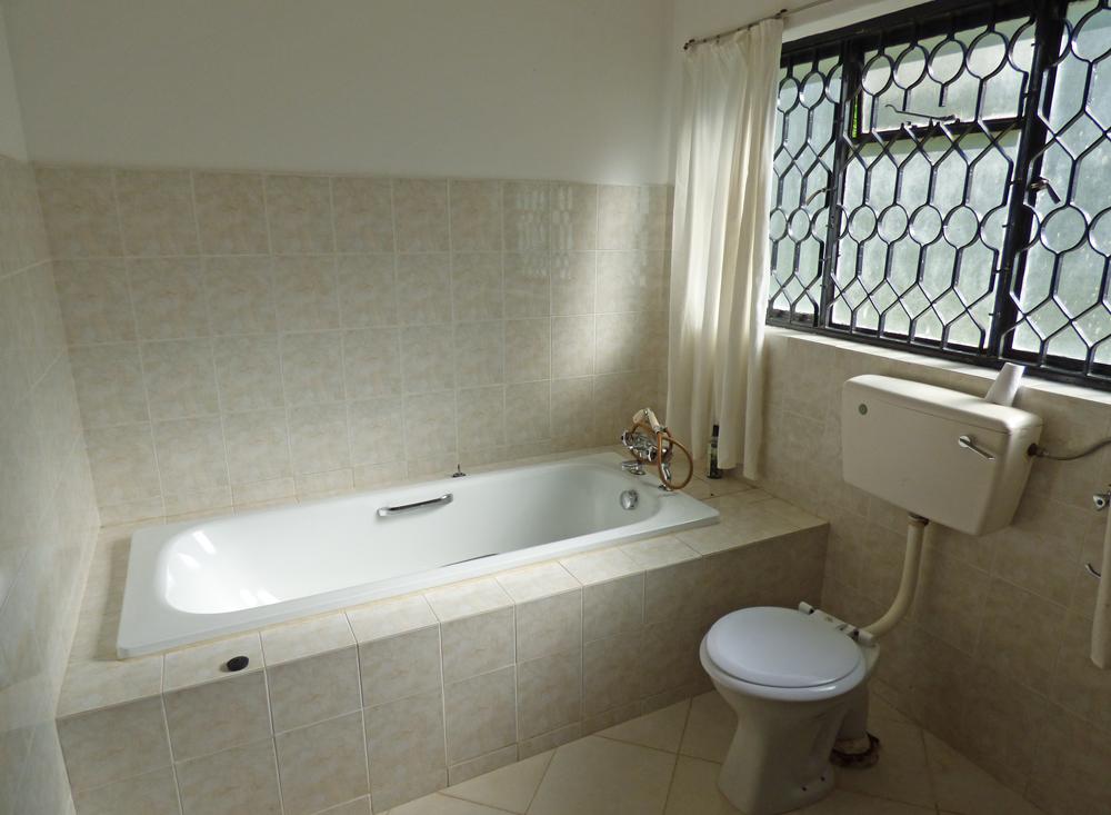 KA02-bathroom3.jpg