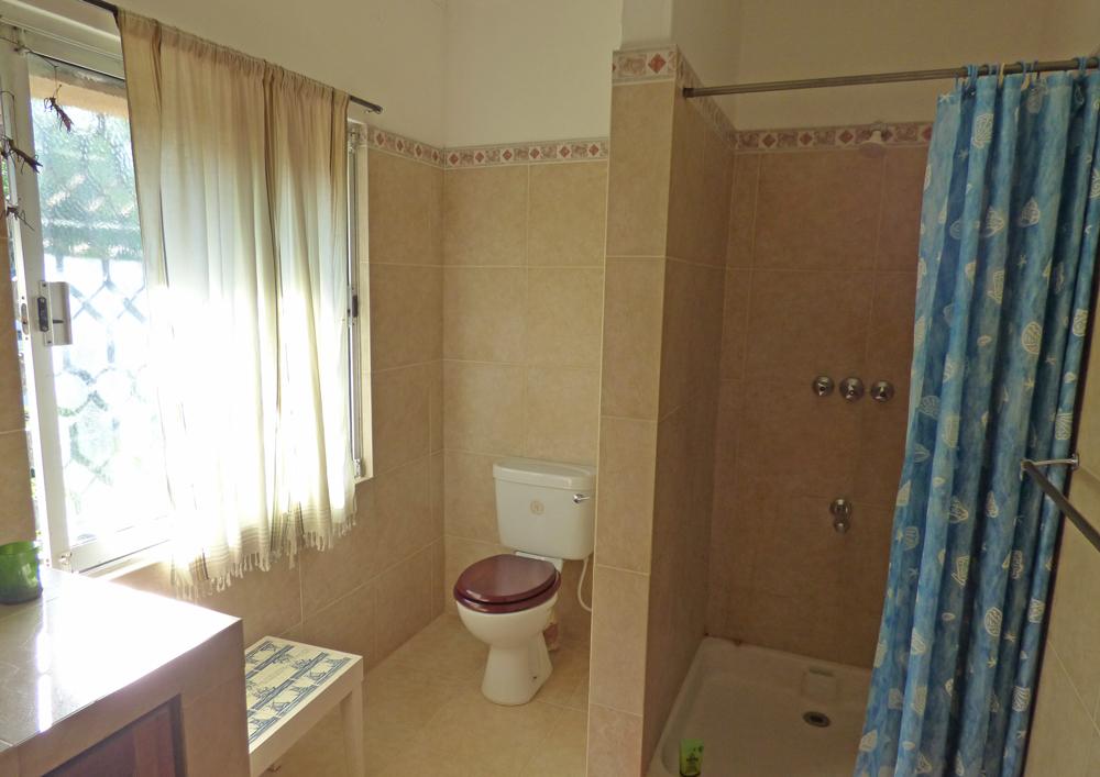 KA02-bathroom2.jpg