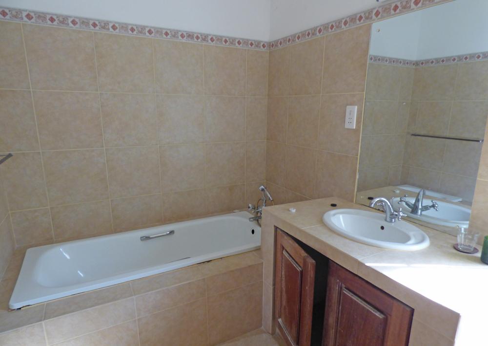 KA02-bathroom.jpg