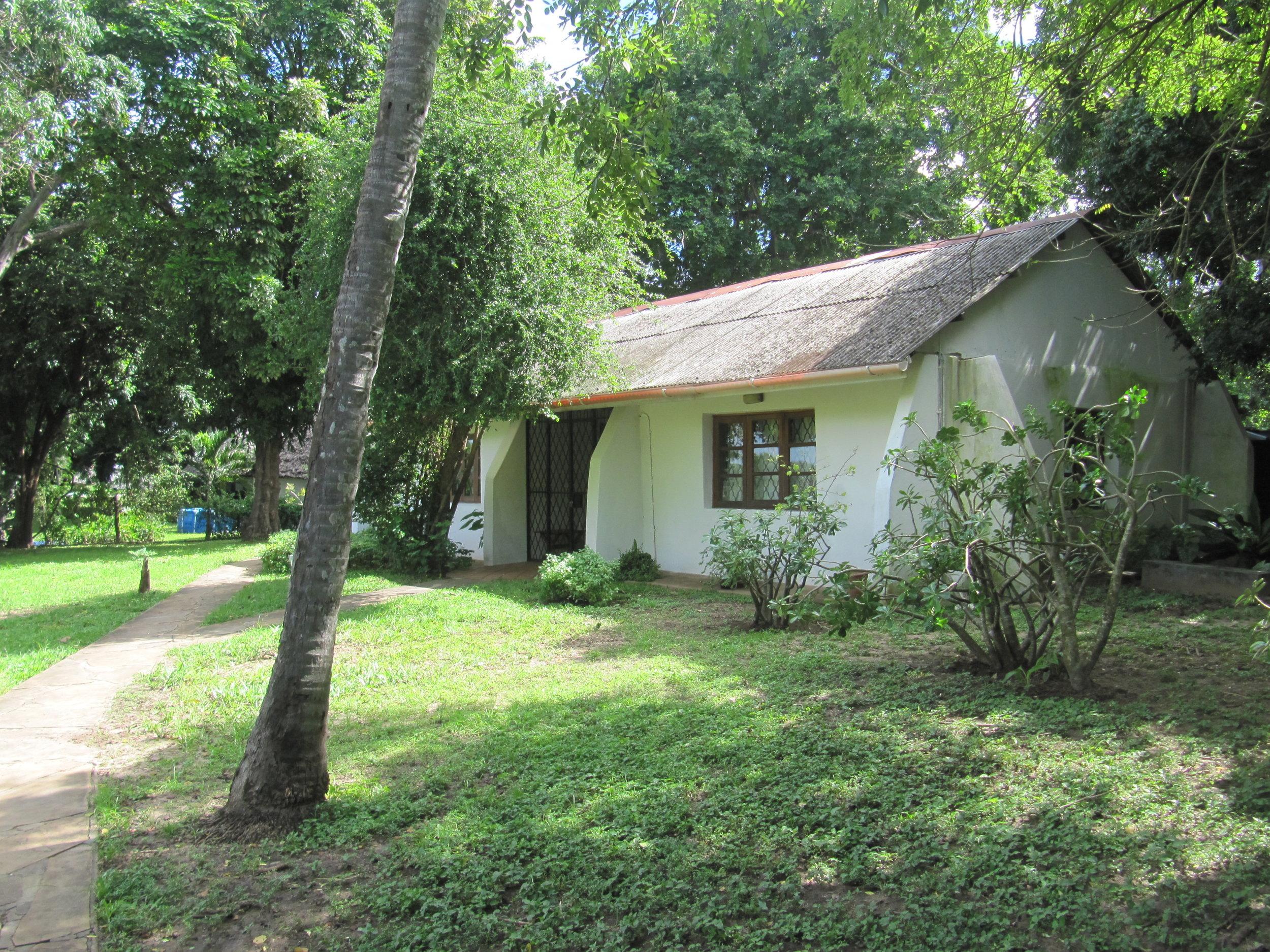 2 guest rooms, verandah & bathroom.jpg