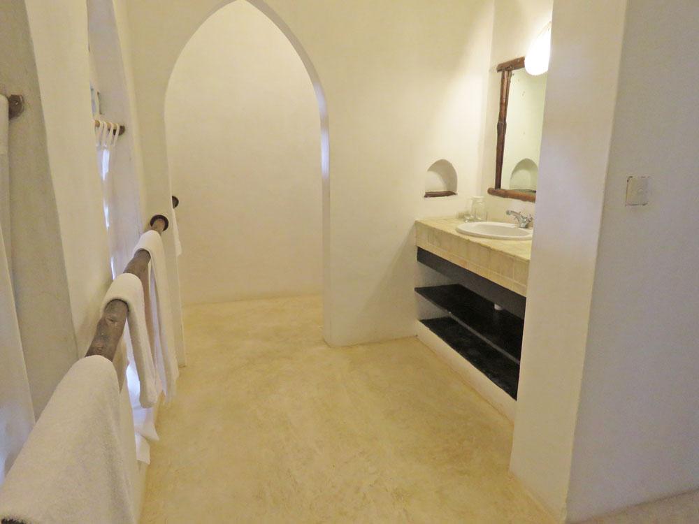 Baraka-bathrom.jpg