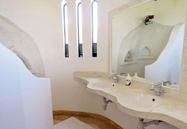 Amani-bathroom2.jpg