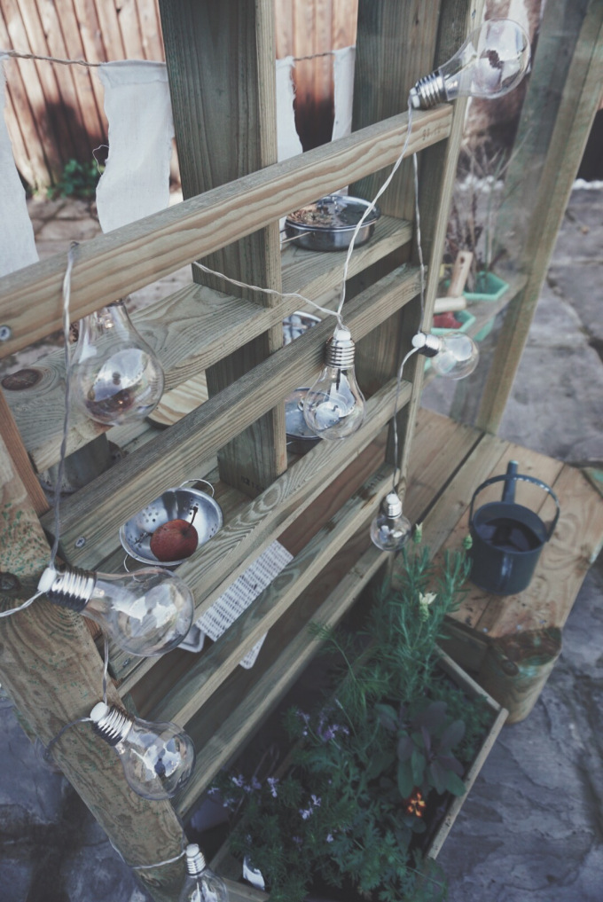 Plum Play Discovery Mud Kitchen