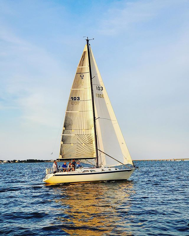 S\V Rettsie racing last week #sbccracing #southbaycruisingclub #sbccsail #greatsouthbay #sailgreatsouthbay #longislandsailing #sailgrammers #cruisingoutpost