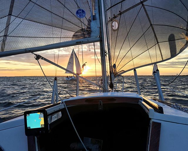 Amazing onboard shot by @bobbyboatyard while holding the tiller from Tuesday nights race, still a bunch of races left, don't miss any more races like this!  www.sbccracing.com to sign up to crew or race #sbccracing #sbccsail #southbaycruisingclub #greatsouthbay #sailgreatsouthbay #longislandsailing #sailgrammers #cruisingoutpost