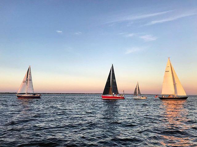 Tuesday Night Traffic #sbccracing #southbaycruisingclub #sbccsail #greatsouthbay #sailgreatsouthbay #longislandsailing #sailgrammers #cruisingoutpost