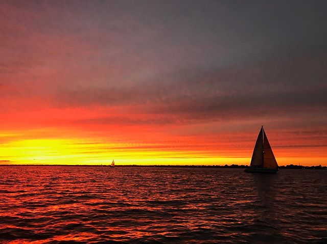 Awesome sky from Thursday's race by @capt.rick1975 #sbccracing #southbaycruisingclub #sbccsail #greatsouthbay #sailgreatsouthbay #longislandsailing #sailgrammers #cruisingoutpost