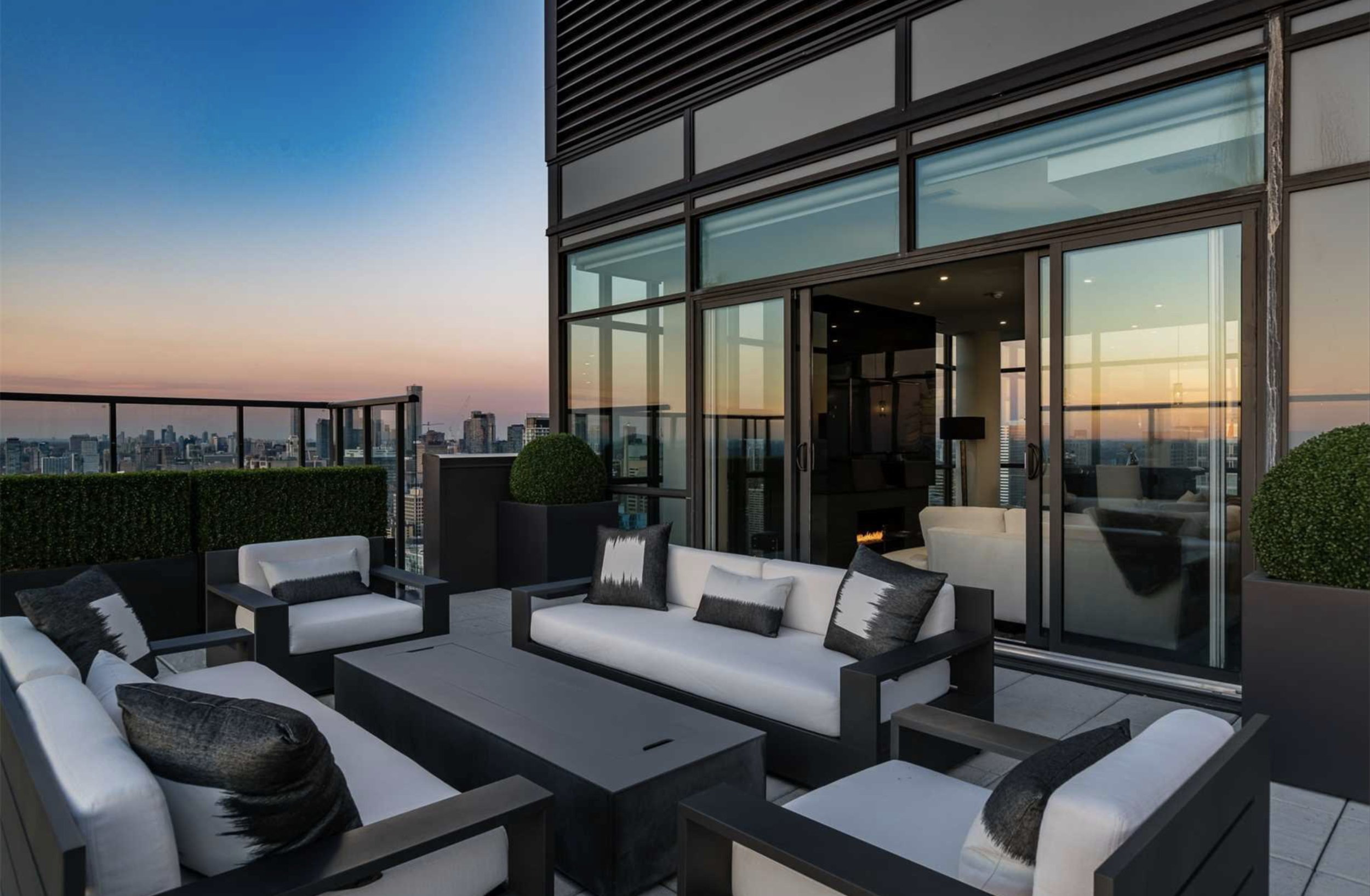 290 Adelaide St W - $6.2 Million | 3-Bed, 4-Bath with 360 Degree Views