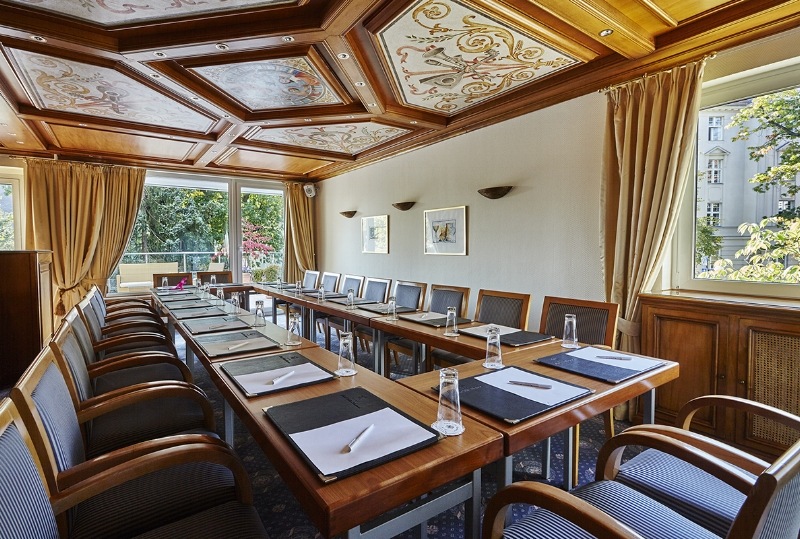 CELEBRATE, LAUGH, CHAT - Whether five or fifty people - for individual small events, receptions, meetings or family celebrations, we offer the ideal setting.