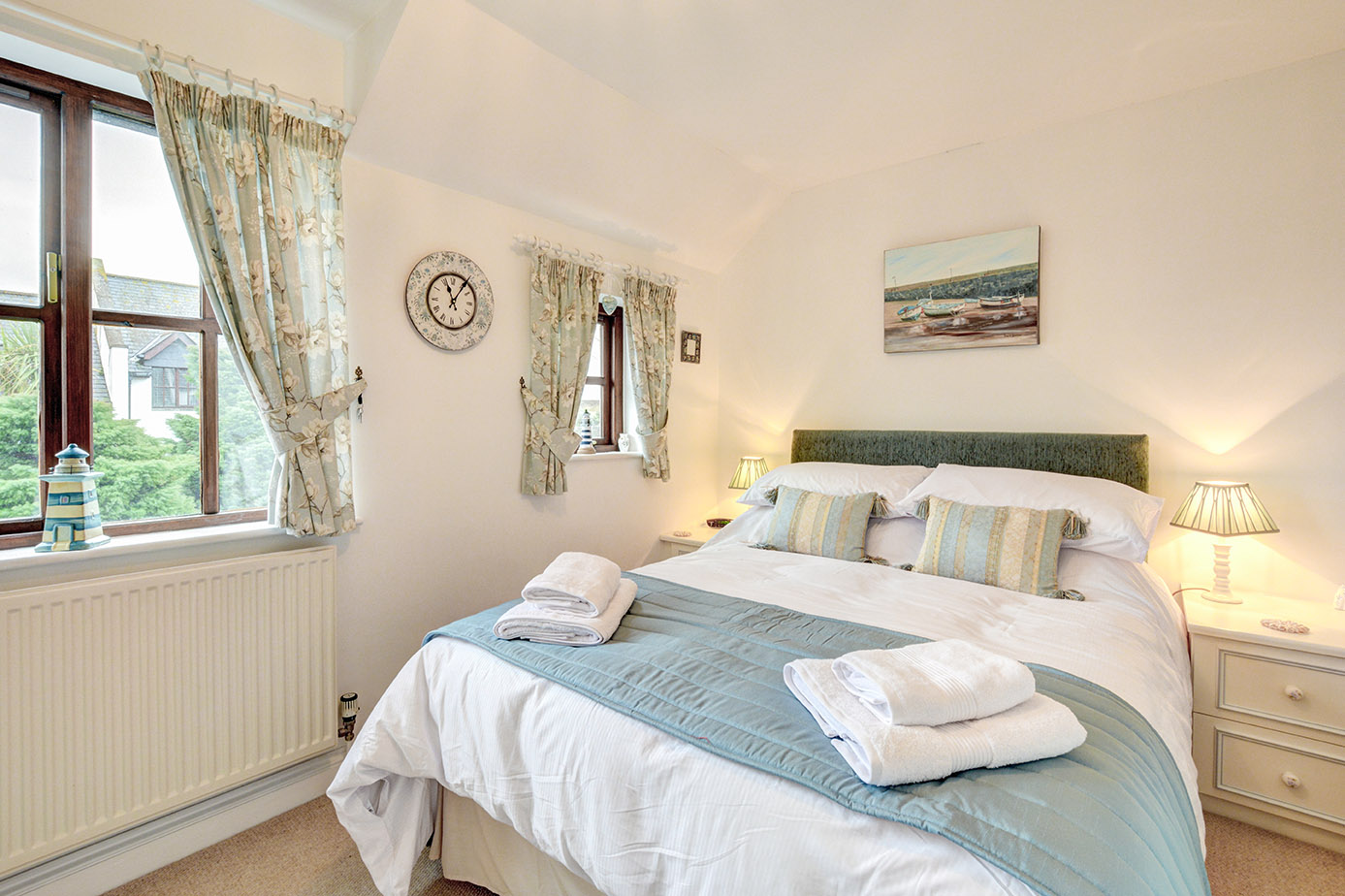 Ship Shape cosy holiday cottage in seaside harbour of Padstow double bedroom.jpg