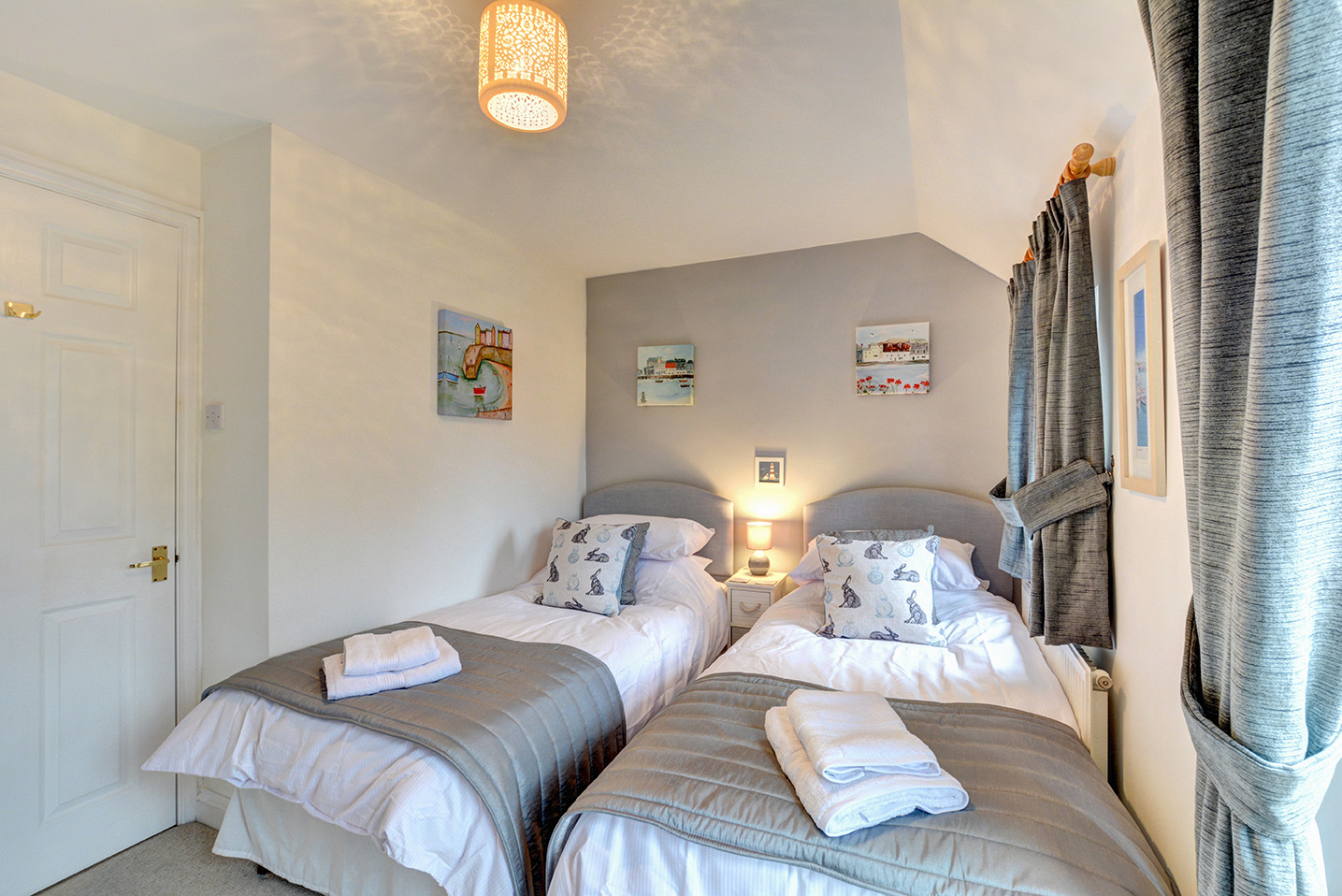 Ship Shape cosy holiday cottage in seaside harbour of Padstow twin bedroom 03.jpg