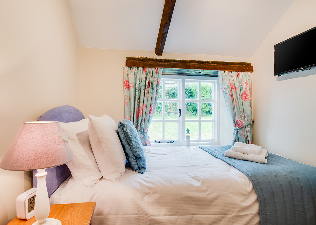 The single bedroom of Snappers luxury self catering converted barn holiday cottage at Penrose Burden in North Cornwall 01.jpg