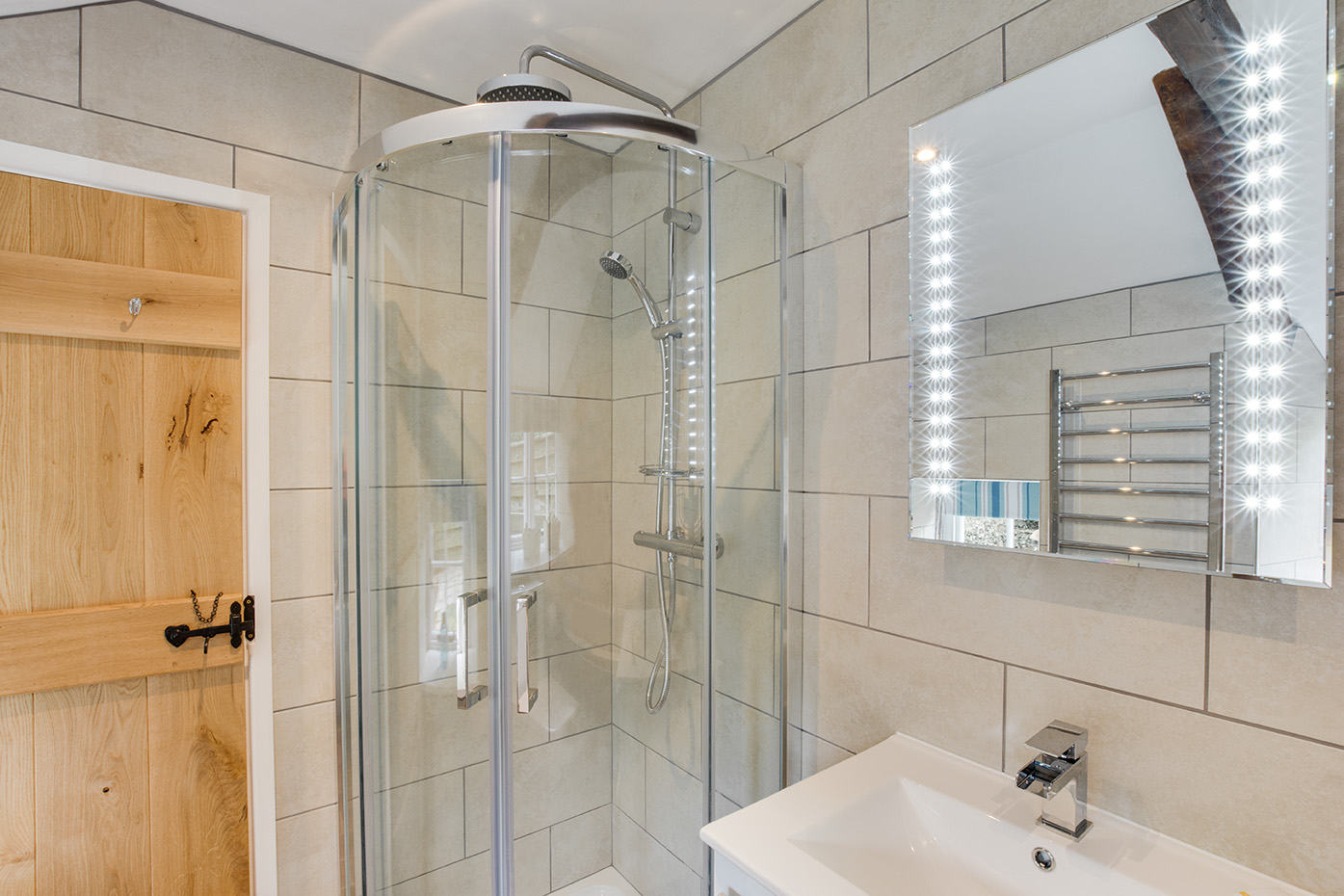 The bathroom of Snappers luxury self catering converted barn holiday cottage at Penrose Burden in North Cornwall 02.jpg
