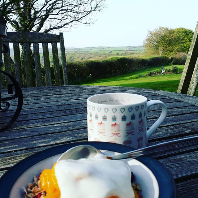 It's the perfect morning for breakfast in the garden listening to the birdsong. . . . #garden #breakfast #sun #holidaycottages #selfcateringcottages #cornwall #cornishhorizons #cornishlife