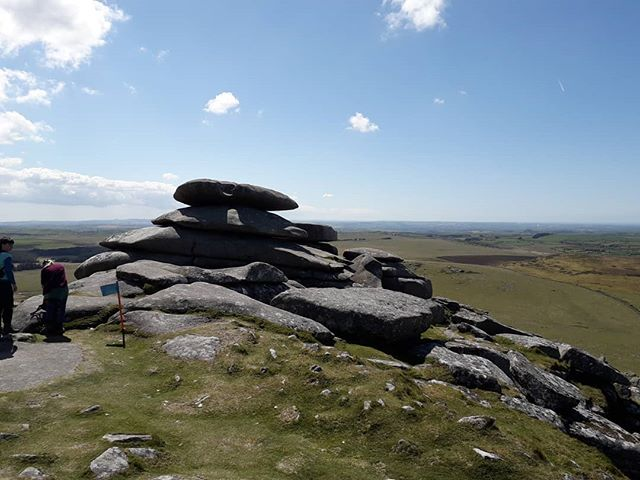 Today I walked the Tors of Bodmin moor as part of a charity event. It's absolutely stunning and worth a visit whilst staying @penroseburden . . . . #tors #roughtor #walking #moor #cornwall #cornishhorizons #cornishlife