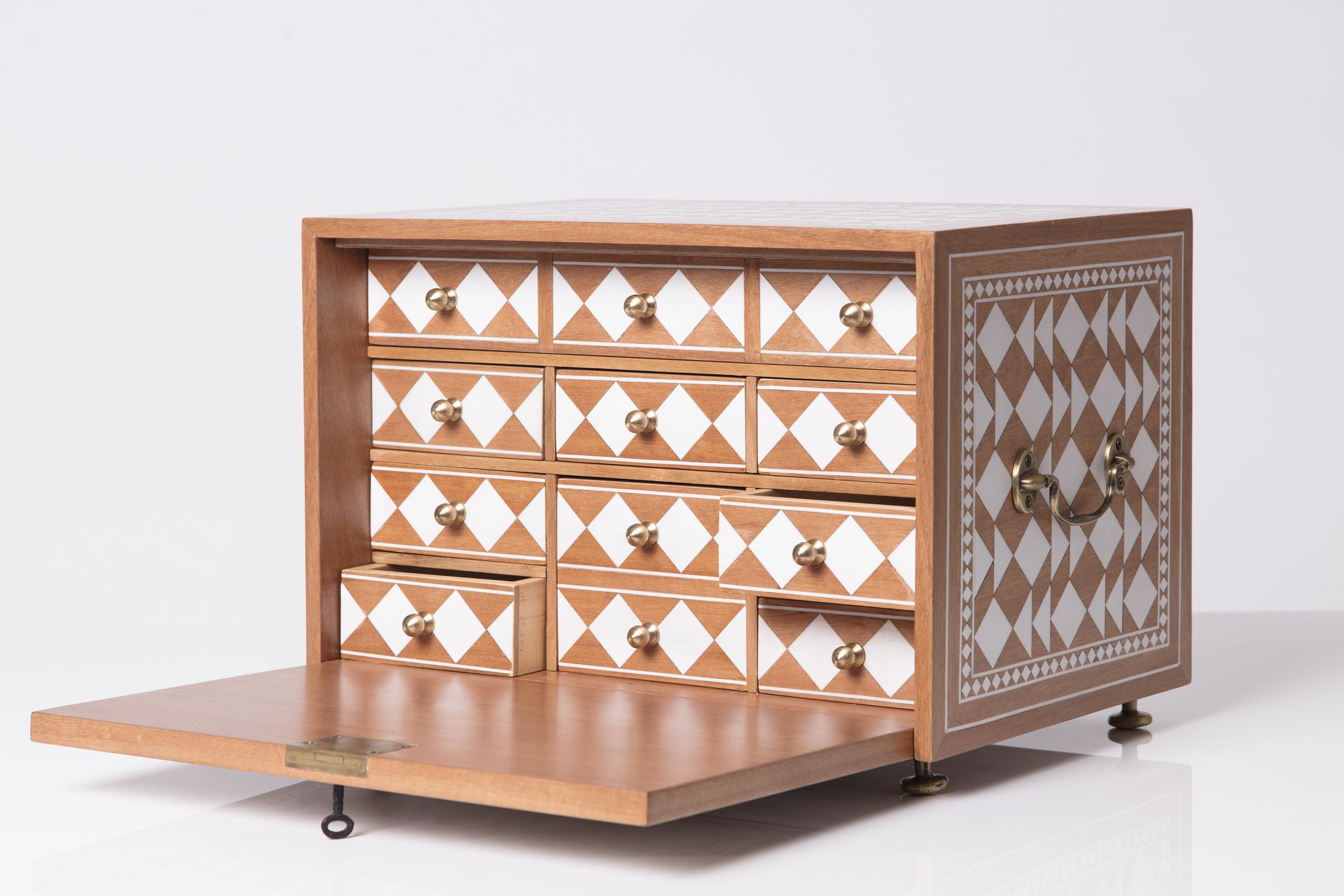 Sibylle Tarazi_Curiosity Cabinets_One and a half_Drawers profile_2017.jpg