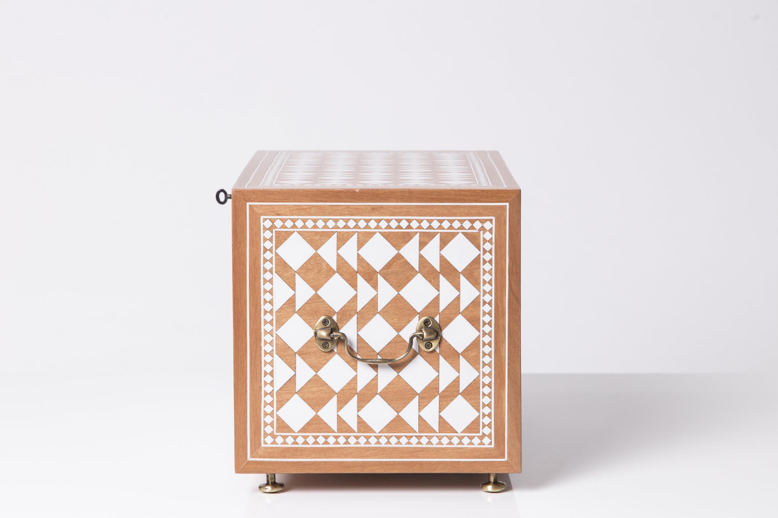 Sibylle Tarazi_Curiosity Cabinets_One and a half_Side_2017.jpg