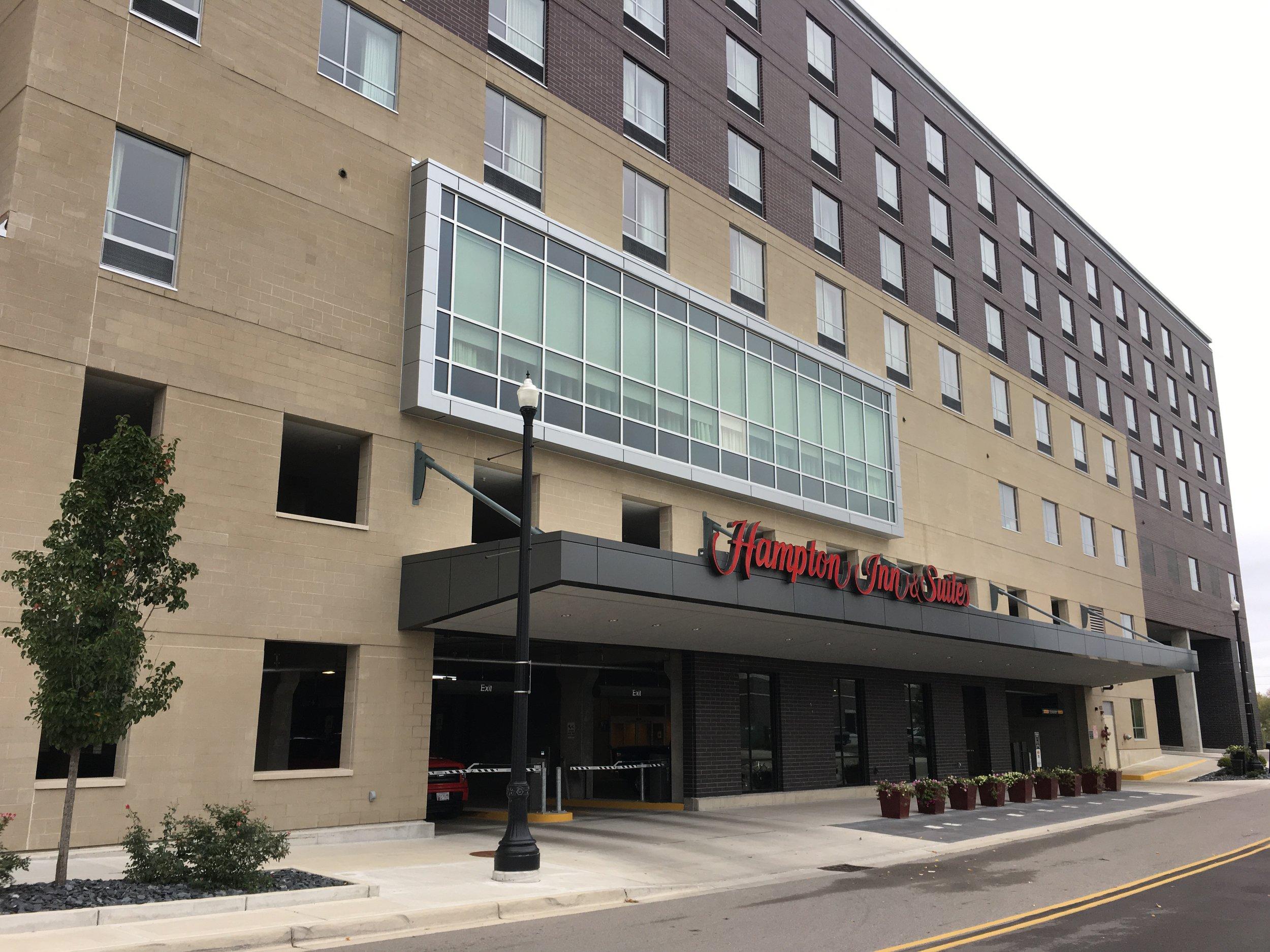 Hampton Inn 2 Com..JPG
