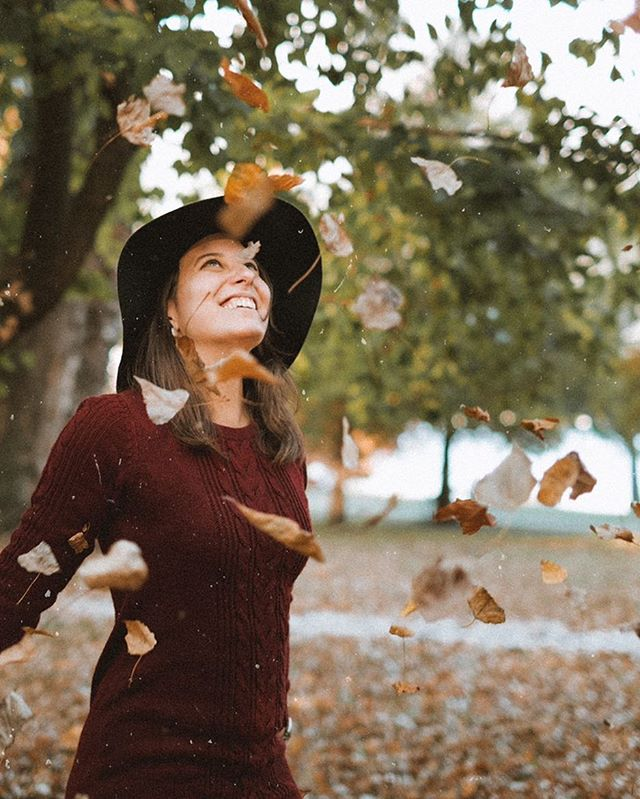 ↟ when your beautiful friend finally let you photograph her and the autumn vibes just get stronger! - camera: #fujixt2 lens: #xf35mm14 model: jasmine