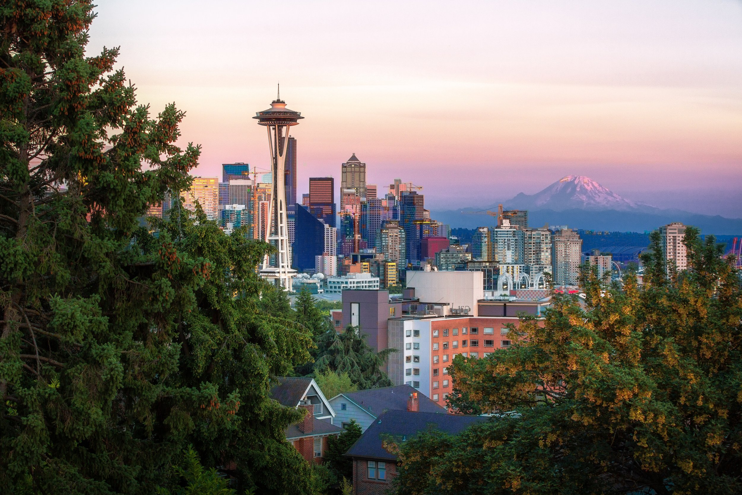 A move to Seattle - Life's great adventures are often unplanned. When Katie's husband landed a job at one of the world's largest tech companies, she knew that her venture would start sooner than anticipated. She embraced Seattle's entrepreneurial spirit and officially launched the company, Golf Globally.