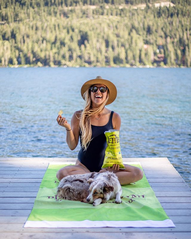#ad I don't know what it is about lazy lake days that call for a crunchy snack. When I packed the van for our Tahoe trip I made sure to include a few of my favorite flavors from @kettlebrand chips. There's a lot of things I love about @kettlebrand but did you know you can use their website to track where the potatoes in your chip bag come from? It's been so fun to learn more about the farms my potatoes in my chips were grown on! #kettlebrand