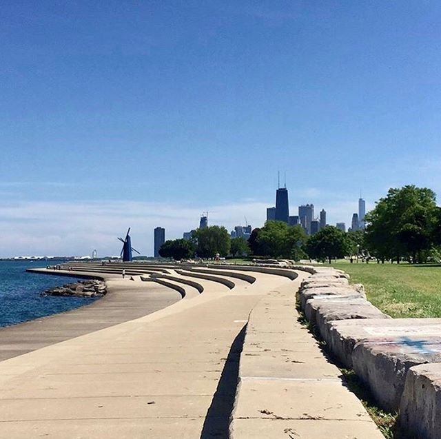 Lake Michigan is one of our favorite parts of life is Chicago, and we're proud to have so many buildings within walking distance of the lakefront. Schedule a tour and enjoy living steps from the shore 🏖