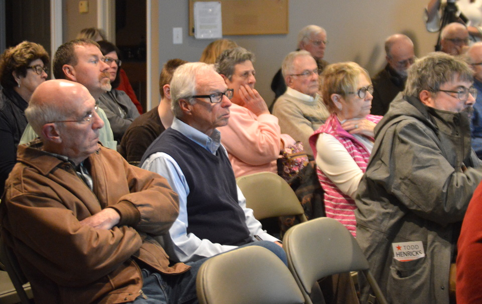 Residents listen to a presentation from Ward 1 Alderman Jamie Mathy and Ward 8 Alderman Diana Hauman at a Town Hall meeting Tuesday evening at the Breckenridge HOA Clubhouse, Bloomington. (Image Credit: Breanna Grow)