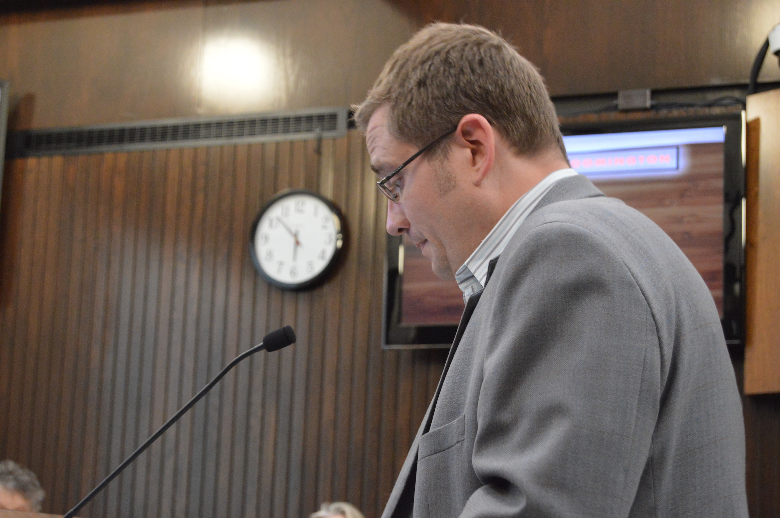 """Jeff Lindsay, an attorney for the Mizell family,spoke along with others against the City's distinction of """"non-lakefront lessees."""" Many of those residents now face court-ordered removal of their docks after a City Council vote Monday night. (Image credit: Breanna Grow)"""