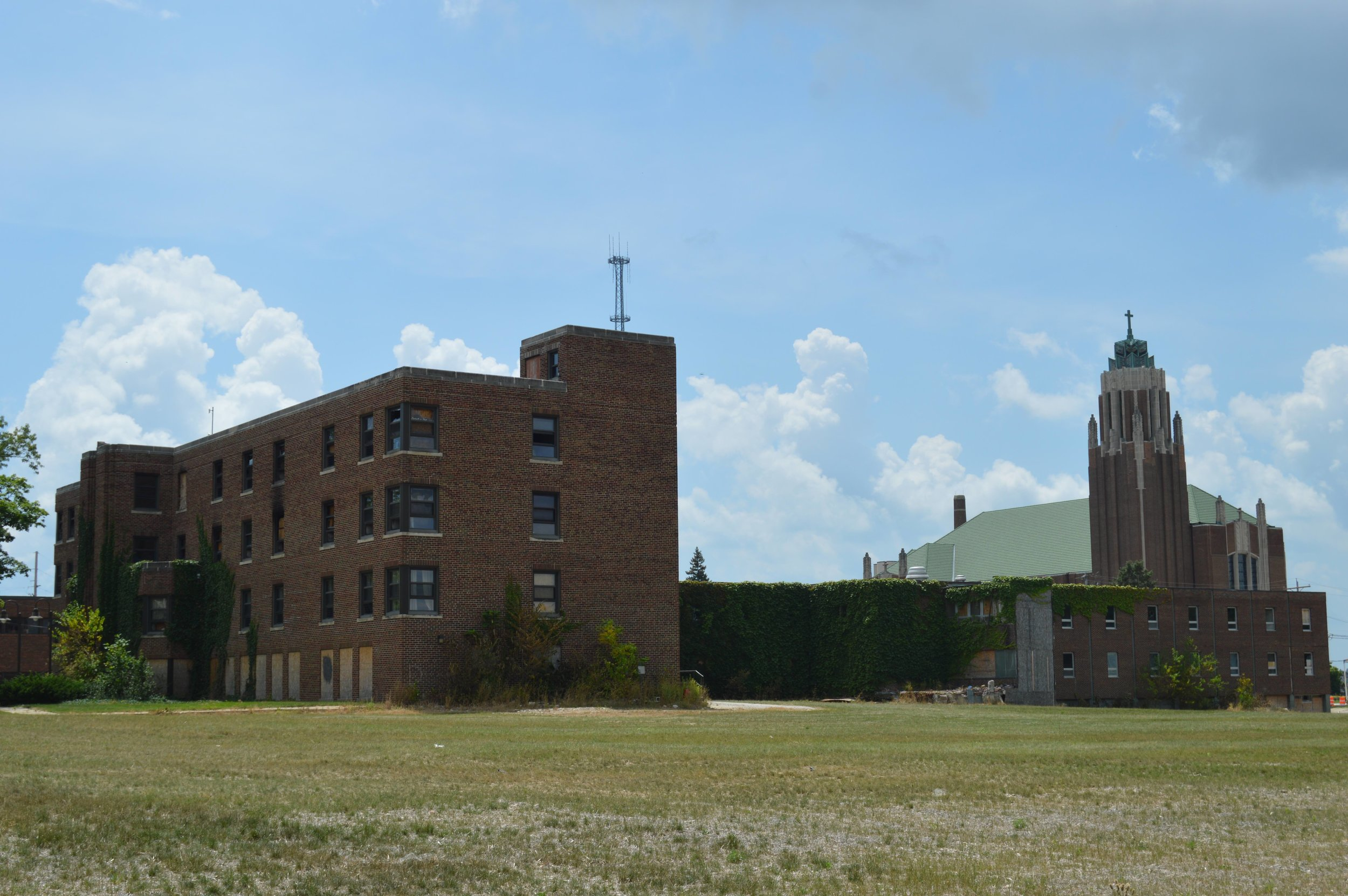 The  4 acres along North Main Street the City of Bloomington and Illinois Wesleyan University plan to market for mixed use development includes the former Mennonite Hospital building, (Photo: Christian Prenzler/AdaptBN)