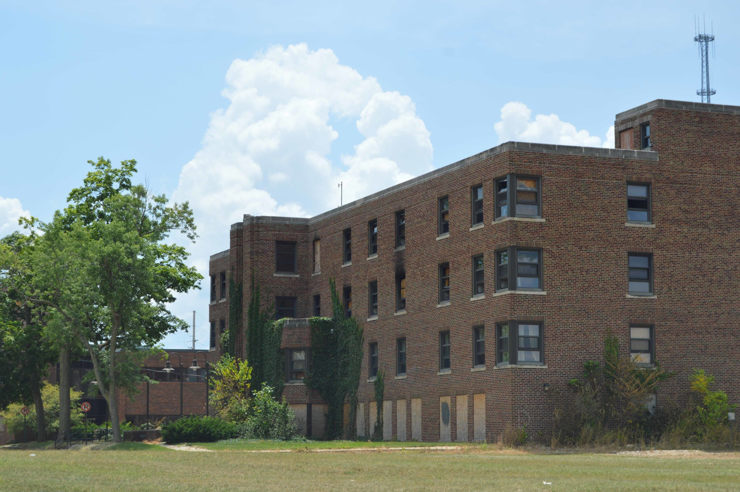 The former Mennonite Hospital Building with boarded up windows and doors. (Photo: Christian Prenzler/AdaptBN)