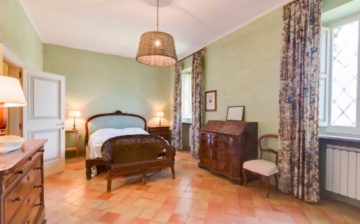 VIP PACKAGE - PRIVATE ROOM IN MAIN MANSION  Features: Private Room, Private Bath, Wi-fi,Air Conditioning,Modern Suite,King Size Bed