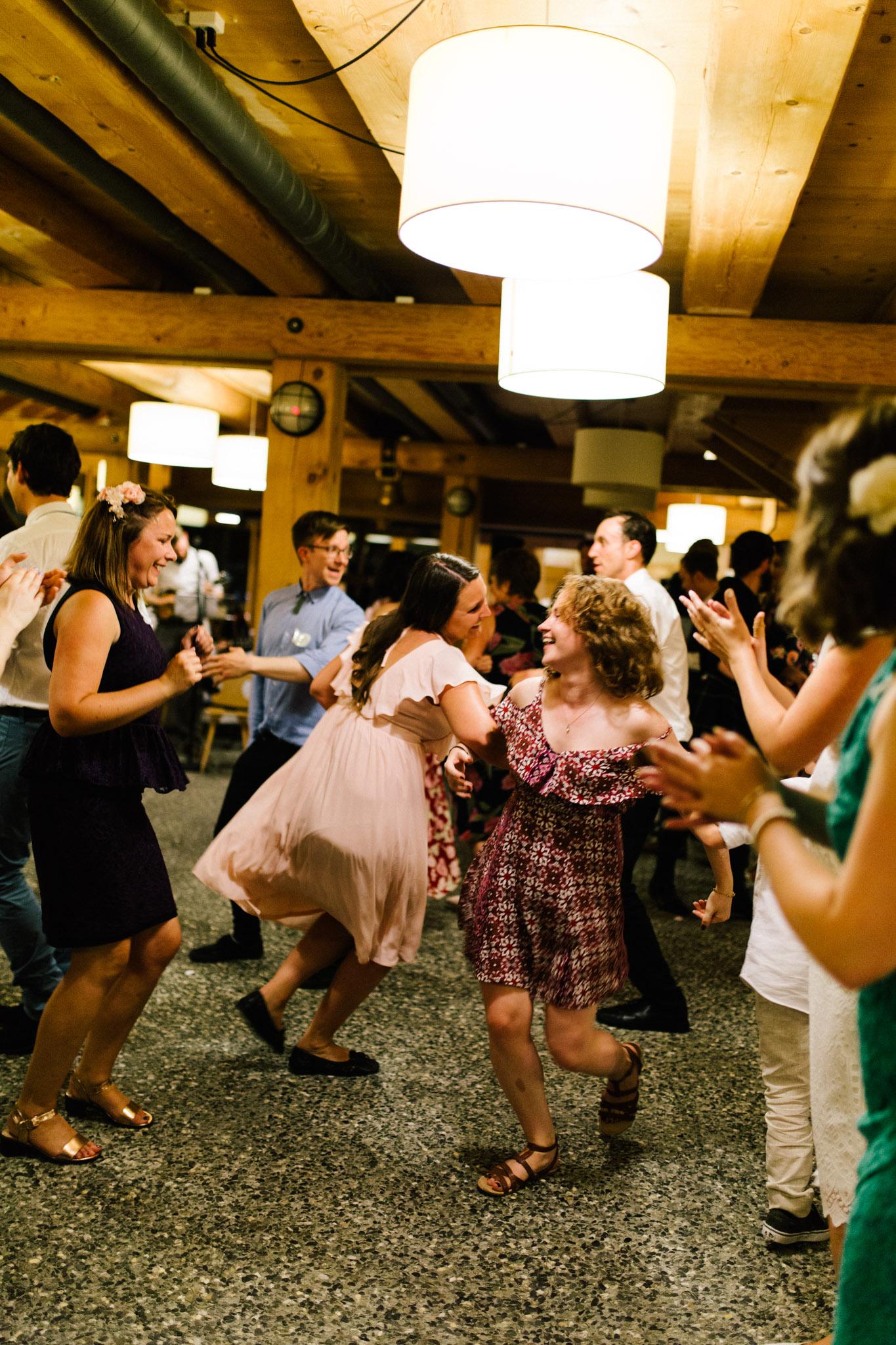 Lenl-Simmental-Buehlerhof-Pia-Anna-Christian-Wedding-Photography-EK-101.jpg