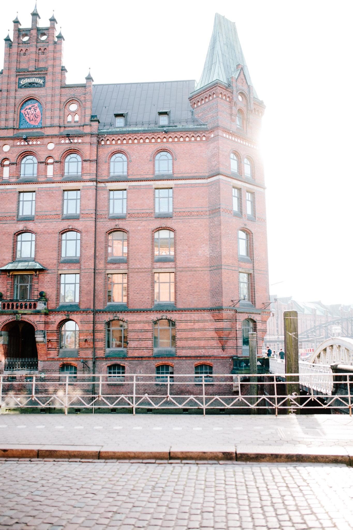 Speicherstadt-Hamburg-Engagement-Pia-Anna-Christian-Wedding-Photography-RJ-5.jpg