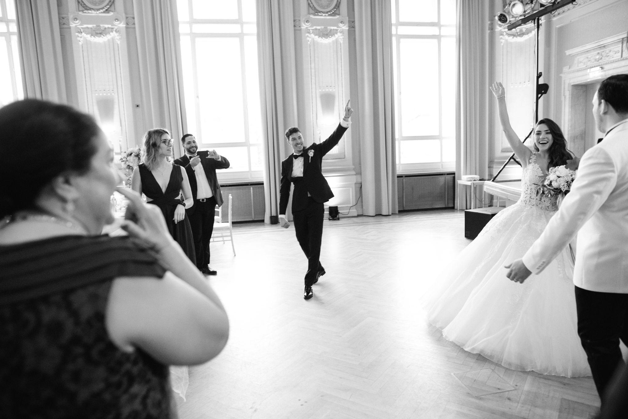 Historische-Stadthalle-Wuppertal-Hochzeit-The-Saums-KN-6-30.jpg
