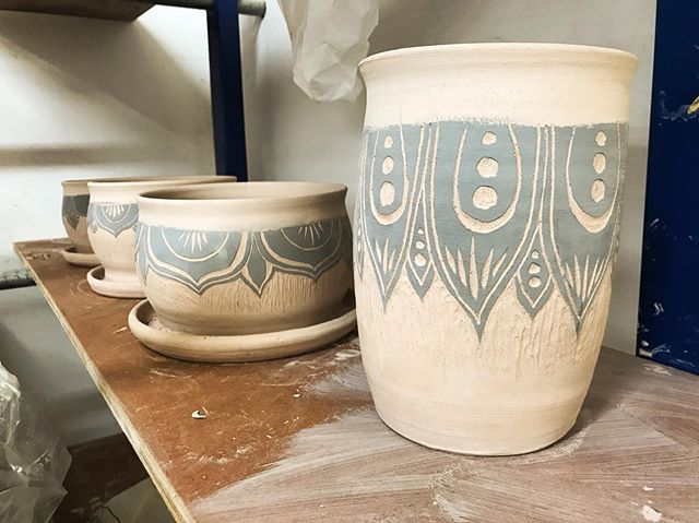 I've always been attracted to crafts with many steps.  Between every step of ceramics is patience. Pretty pots sitting & drying here~ 🖤🌿