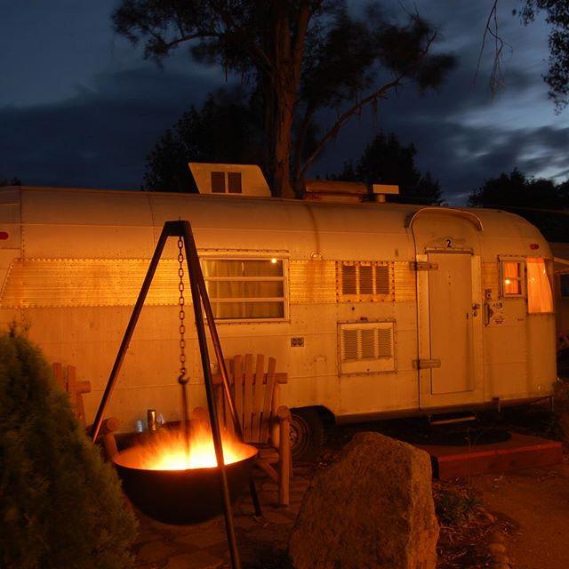 Twilight campfire, cozy trailer. #getyourstreakon #silverstreaktrailer #winecountryglamping