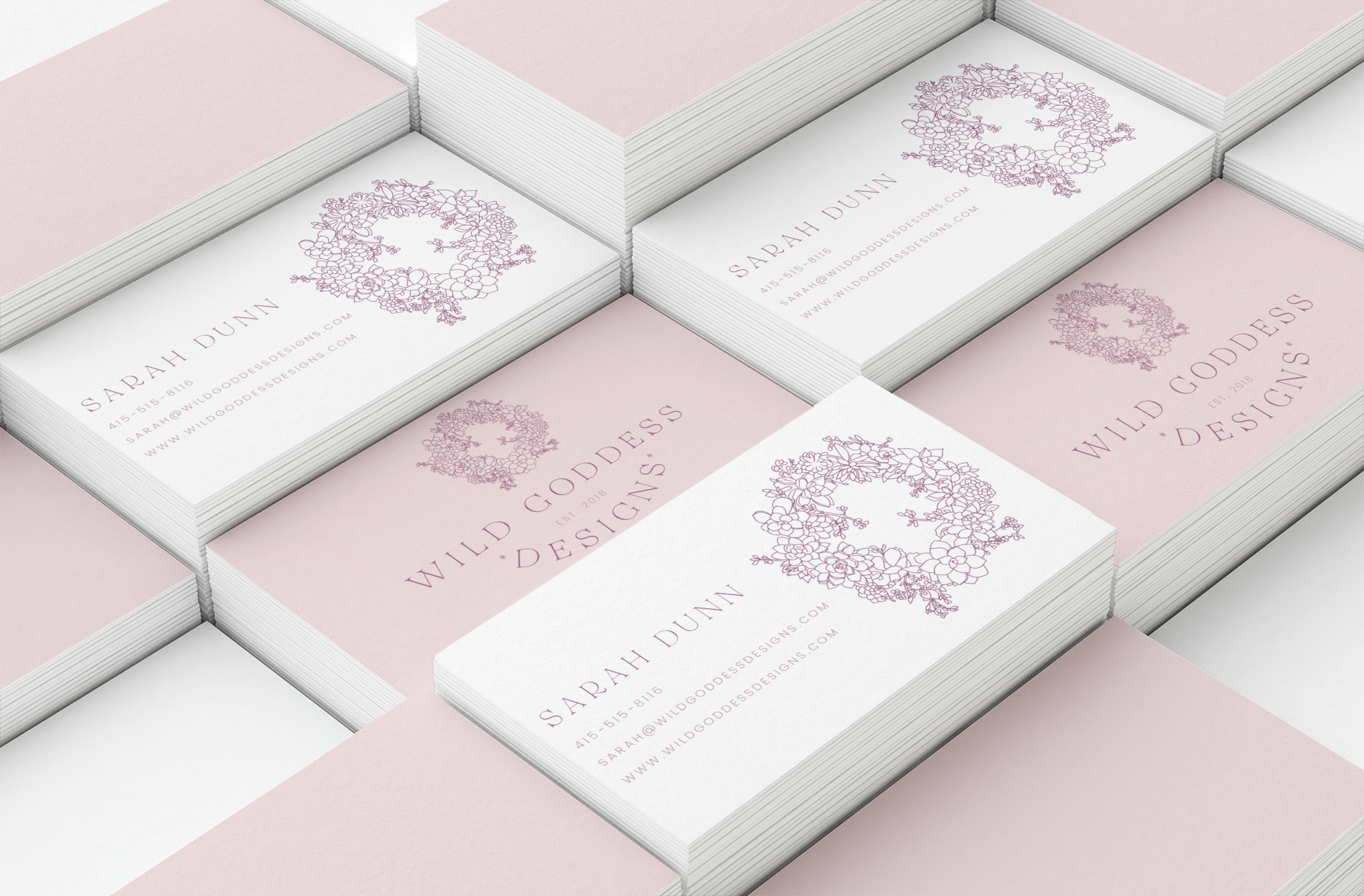 mockup-of-different-sized-piles-of-business-cards-42-el.png